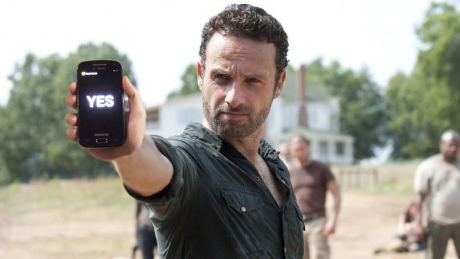 Rick Grimes con su smartphone
