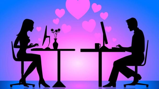 10 cosas que haces cuando te gusta alguien por Internet