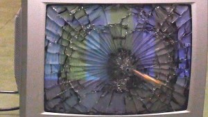 Este anuncio de Samsung te invita a destruir tu TV: seguro que su final te roba una sonrisa