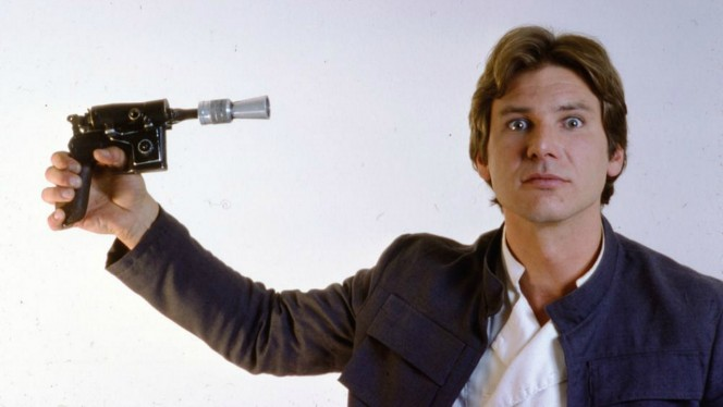 Harrison Ford desnuda y rompe una pierna a Han Solo en una entrevista sobre Star Wars: The Force Awakens