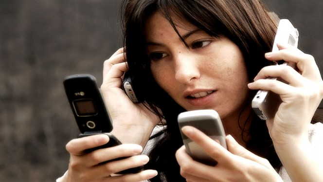 ¿Tu pareja está enganchada a Facebook, Instagram, WhatsApp…? ¡Enséñale este genial vídeo!