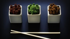 Llega el vídeo definitivo para aprender a usar palillos chinos