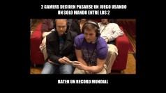 Dos gamers juegan a SNES compartiendo un solo mando: baten un record mundial