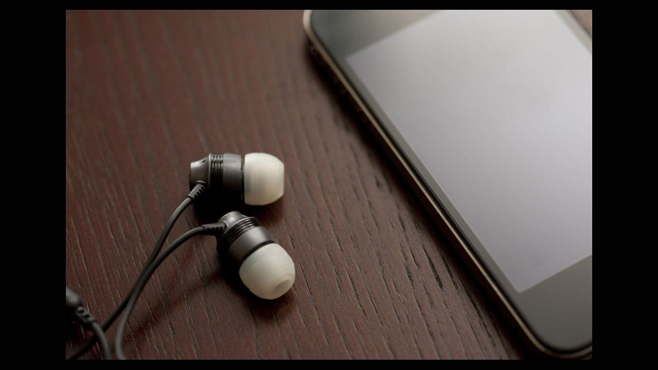 Llevas toda tu vida usando tus auriculares para iPhone y Android de forma incorrecta