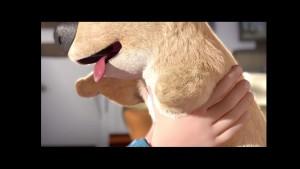 La vida de este niño cambia radicalmente cuando le regalan un perro con una sola pata