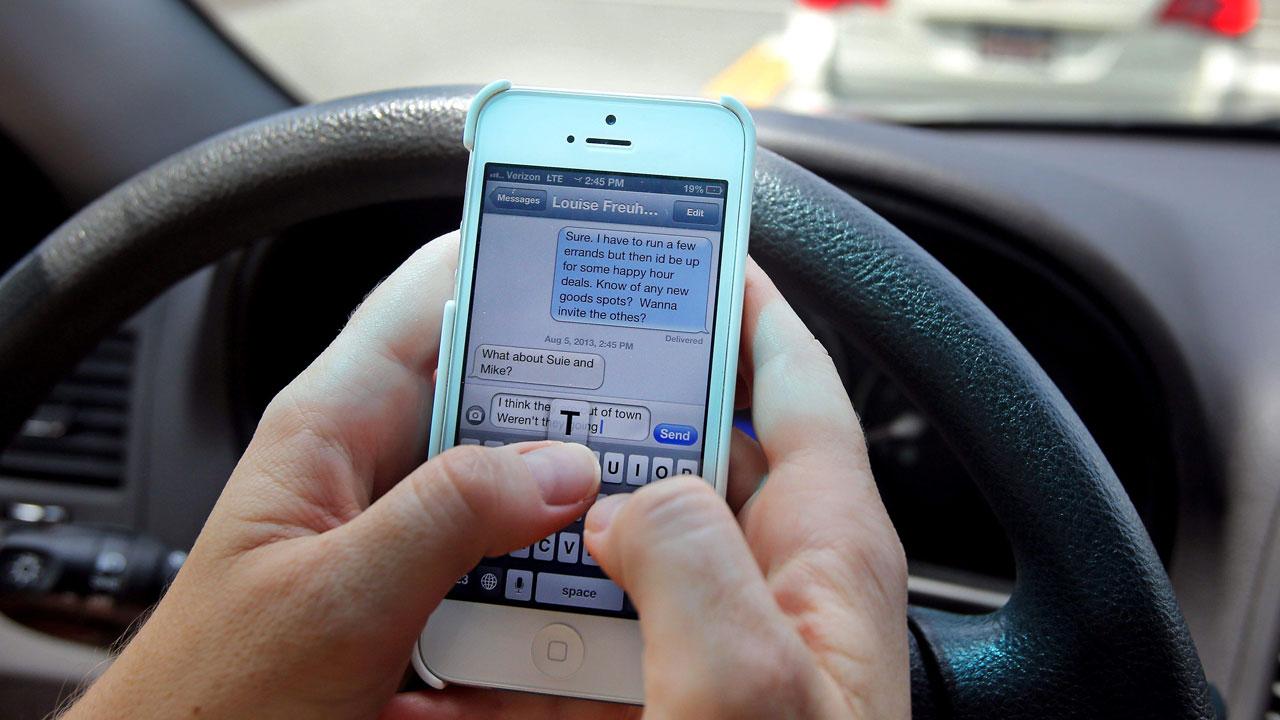¿Utilizas WhatsApp al volante? La policía te cazará con esta nueva herramienta