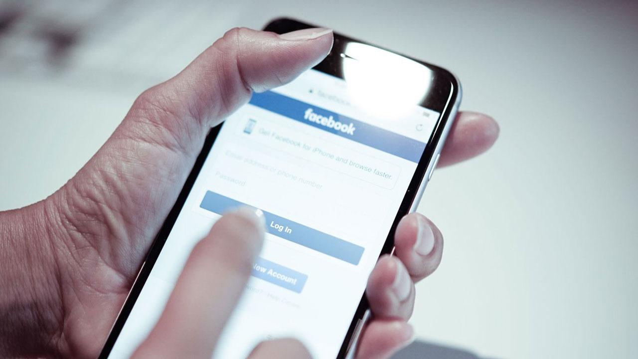 ¿Es verdad que Facebook espía todo lo que dices usando tu móvil?