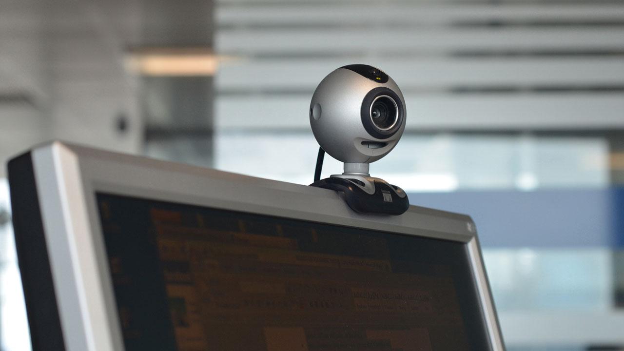 ¿Puede cualquier persona realmente espiarte a través de la cámara de tu ordenador?
