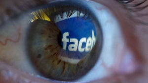 Facebook lanza una opción a prueba de cotillas