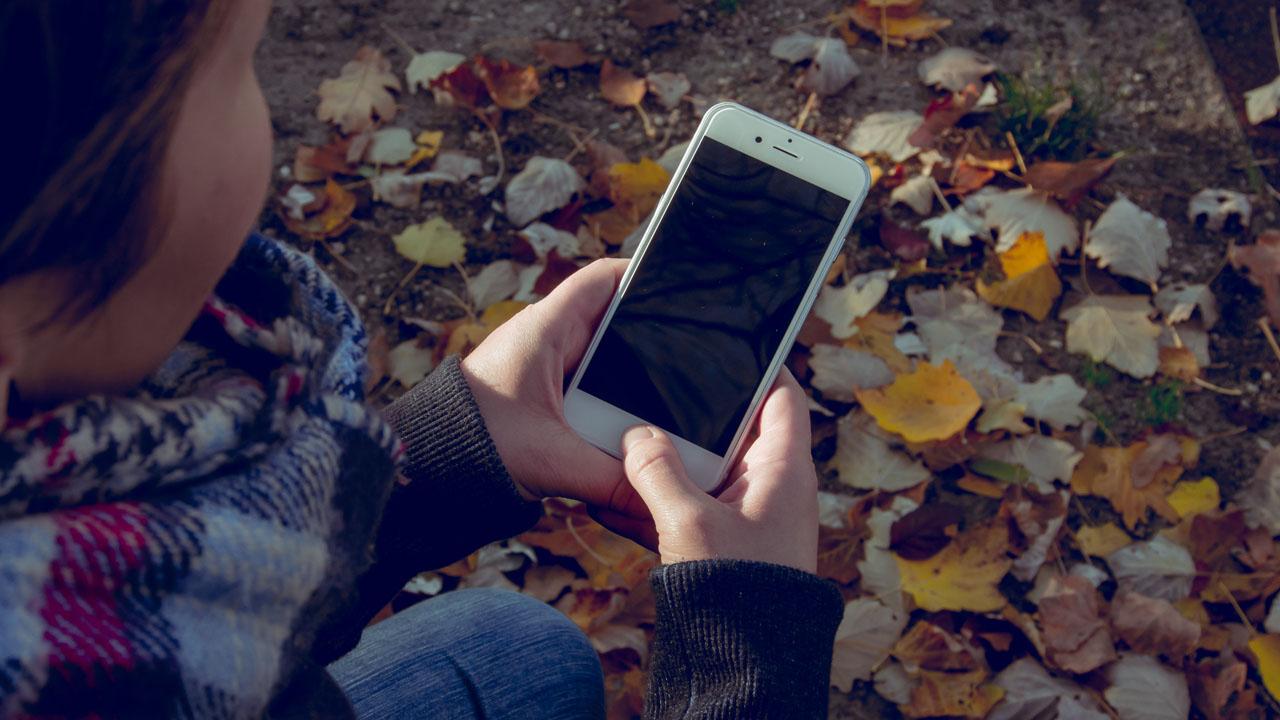 9 accesorios imprescindibles (¡y muy baratos!) para tu teléfono