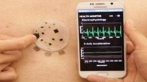 Controla tus constantes vitales con el móvil y este dispositivo