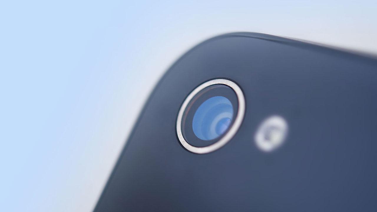 Así funcionan las apps que cualquiera puede descargar para espiarte a través del móvil