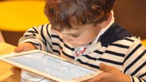 Los peligros de las pantallas para los más pequeños