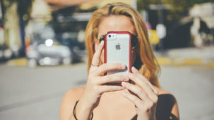 Facebook puede pedirte fotos de tu cara para iniciar sesión… constantemente