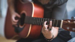 Aprende a tocar la guitarra fácilmente con estas aplicaciones