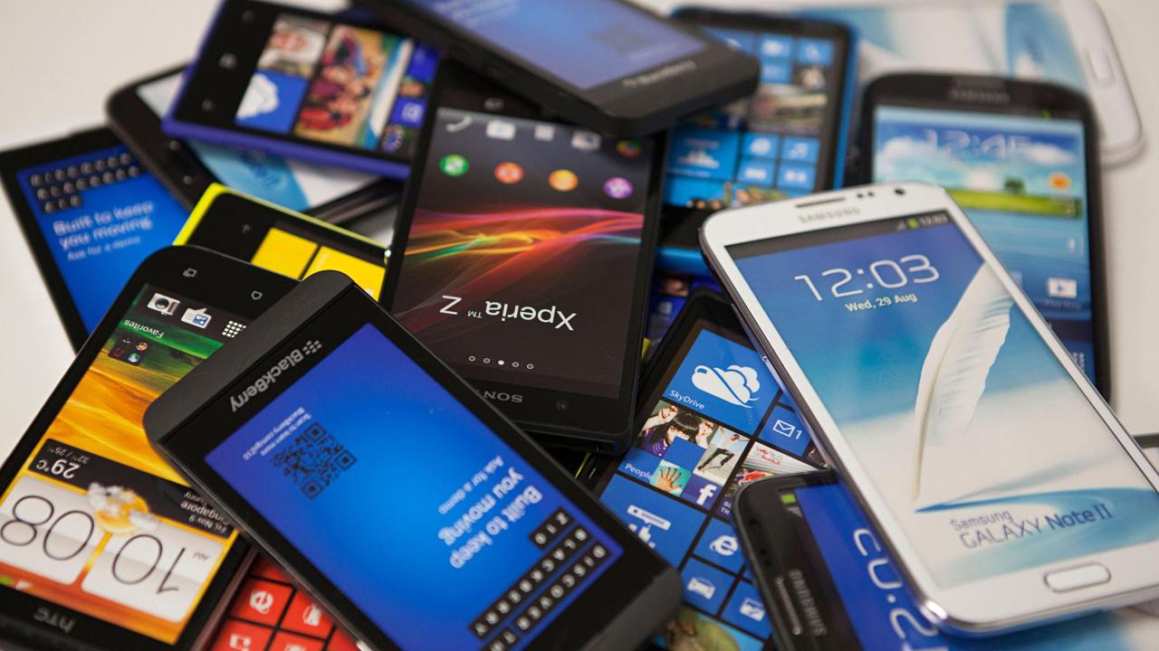 94e71798fc2 5 usos que le puedes dar a un viejo teléfono que ya no utilizas