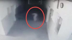 Las cámaras de esta comisaría grabaron esta inquietante aparición fantasmal