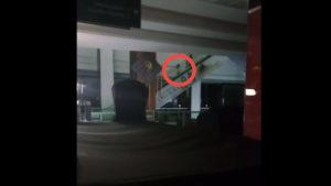 Vídeo viral: ¿El fantasma de un niño en un centro comercial… o algo más?