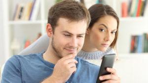 Vuelve la polémica aplicación que espía los contactos de WhatsApp