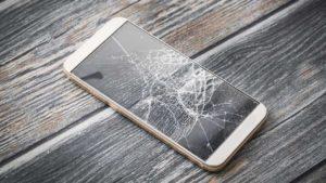 Cómo usar un teléfono con la pantalla rota