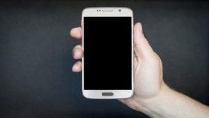 Cómo encender un teléfono sin el botón de encendido