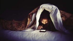 Facebook Messenger experimenta el modo oscuro