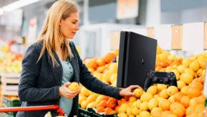 Un francés pesa una PS4 en el súper como si fuesen naranjas y se la lleva por menos de 10€