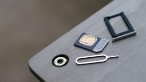 Cómo abrir la bandeja de la tarjeta SIM sin la herramienta original