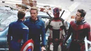 Chris Hemsworth (Thor) da la bienvenida a Deadpool a la familia Marvel