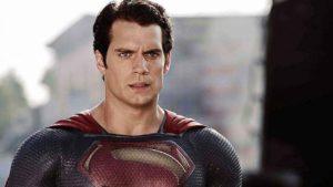 ¿Se le ha escapado EW el hecho de que Henry Cavill ya no es Superman?