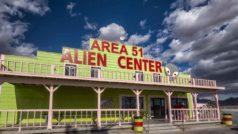 El evento viral para invadir el Área 51 ya tiene un millón de participantes: Keanu Reeves, Chuck Norris y Obama se unen a la fiesta