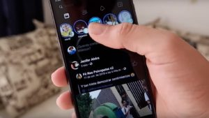Facebook experimenta con el modo oscuro en Android