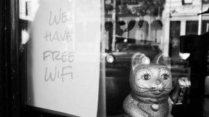 Wi-Fi público: cómo detectar los legales, cómo evitar los ilegales y posibles amenazas