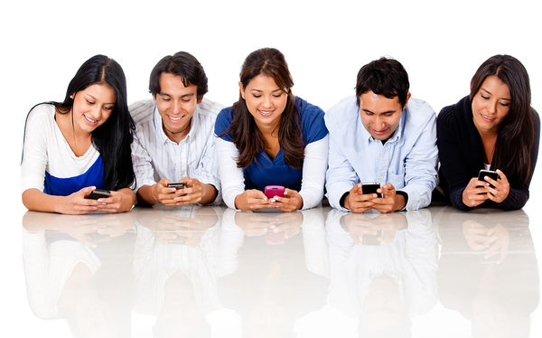 Group-of-people-texting-on-the-32615255_600x