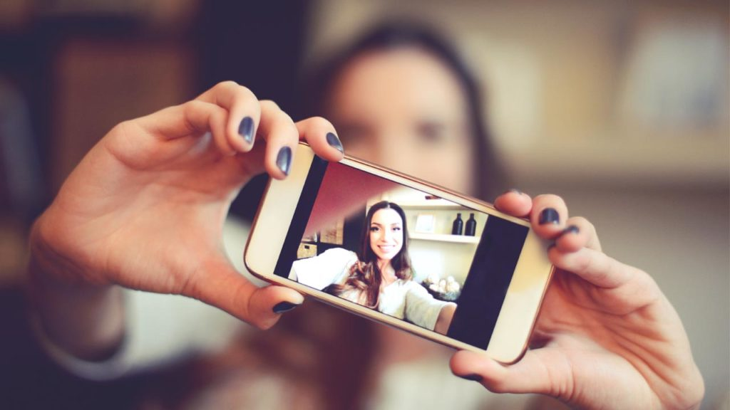 Use these 5 apps for taking the best selfie