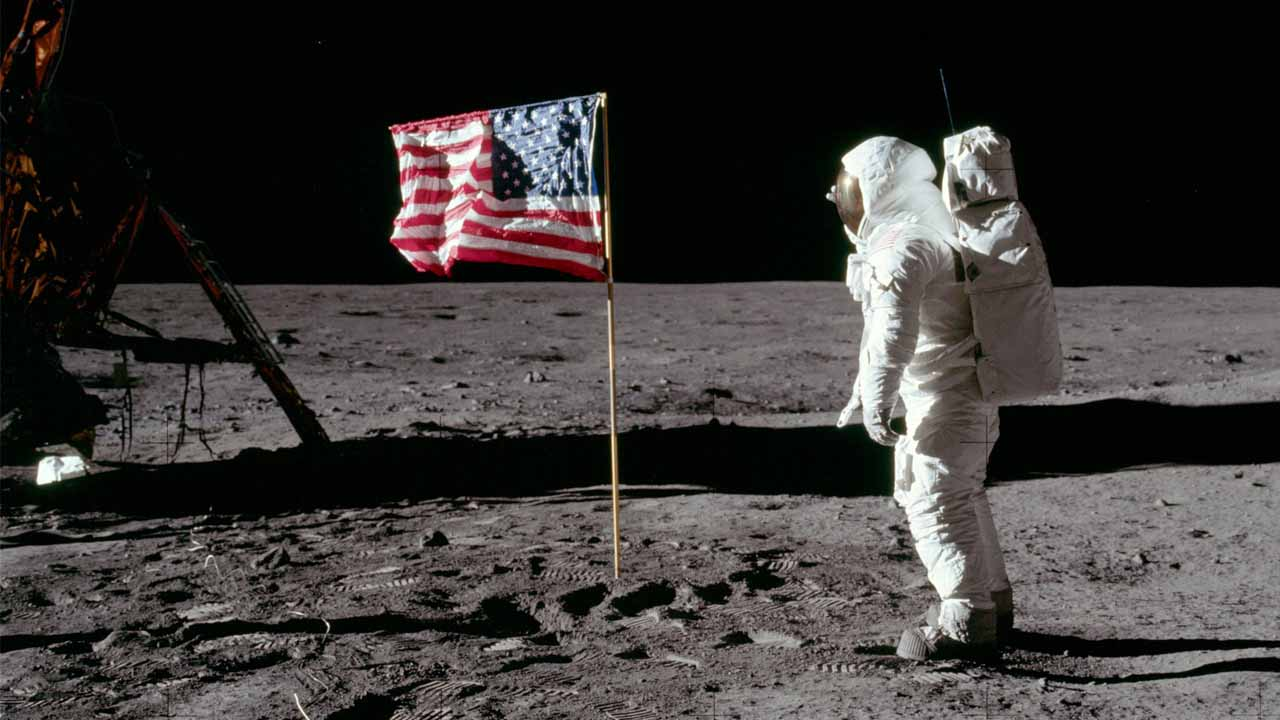 Walk on the moon with this 4K guided tour by NASA