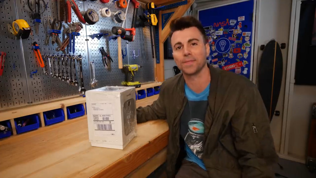 Former NASA Engineer Pranks Mail Thieves With Glitter Bombs