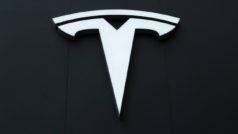 Tesla to show off new self-driving technology