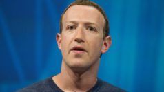 Facebook shareholders vote to overthrow Zuckerberg (it doesn't work)