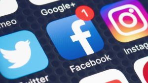The Positive Effects Of Heavy Social Media Use