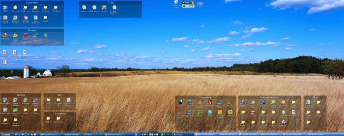 Il desktop a doppio monitor di Sebina