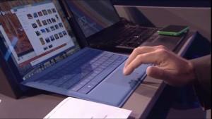 Windows 10のMac風トラックパッド機能を実演