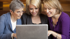 6 coisas embaraçosas que sua mãe provavelmente faz no Facebook