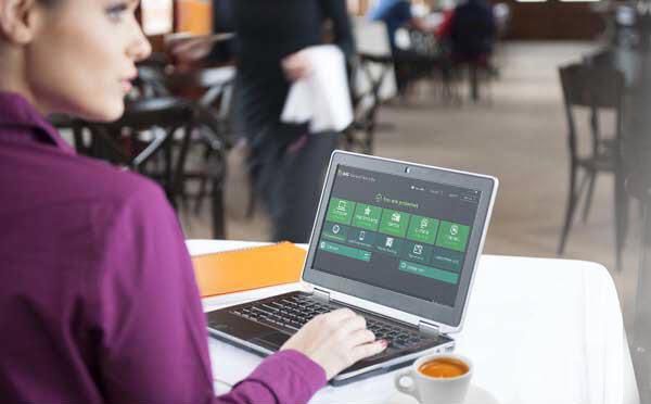 Interface do AVG Free... e uma moça bebendo café