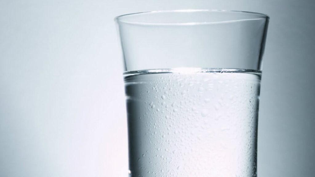 Água e sal: tudo que você precisa para recarregar seu smartphone