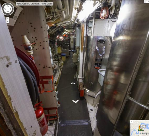 La dure vie sous la mer google street view l int rieur for Interieur sous marin