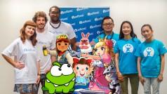 [Vidéo] On défie Softonic Japon aux jeux vidéo! Qui est le meilleur à Candy Crush, Pokopang, Cut The Rope…